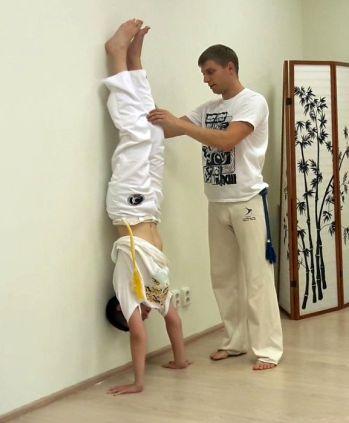 Тренируем стойку на руках