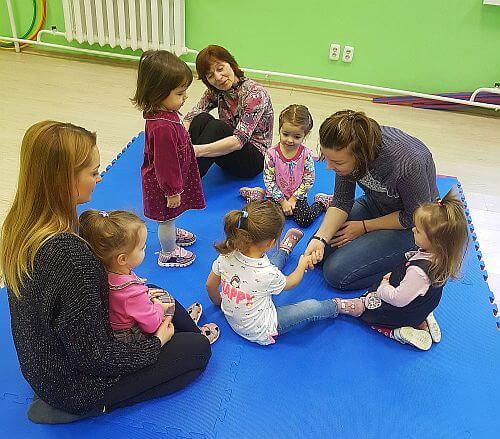 Групповые развивающие занятия детей 2-3 лет с мамами