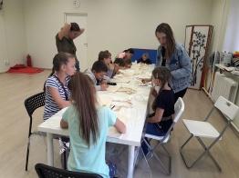 Занятия по росписи эко-сумок